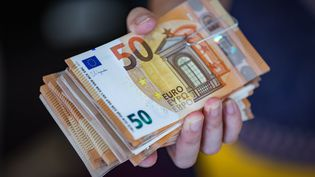 Billets d'euros. Photo d'illustration. (LIONEL VADAM  / MAXPPP)