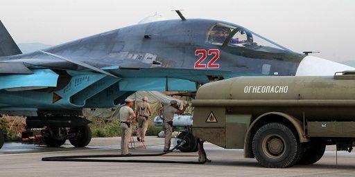 Des Sukhoï sont stationnés sur le tarmac d'une base aérienne à Lattaquié. (Ria novosti/AFP)