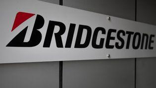 Le logo Bridgestone, au siège social de l'entreprise, à Tokyo, au Japon, le 12 novembre 2020. (PHILIP FONG / AFP)
