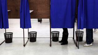 Un bureau de vote de Lille, le 29 mars 2015. (THIERRY THOREL / CITIZENSIDE / AFP)