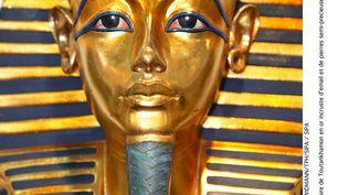 Le masque en or massif du pharaon Toutankhamon, exposé en musée égyptien du Caire, avant que la barbe ne soit endommagée. (WIDMANN / TPH / SIPA)