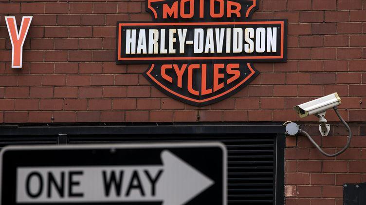 Le logo de Harley Davidson à New York (Etats-Unis), le 25 juin 2018. (DREW ANGERER / GETTY IMAGES NORTH AMERICA)