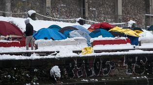 Un camp de migrants près de la station Jaurès, à Paris, le 7 février 2018. (JEROME CHOBEAUX / CROWDSPARK / AFP)