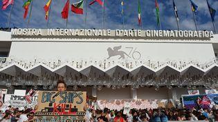 La 76e Mostra de Venise, à l'extérieur du palais du festival, en septembre 2019. (ALBERTO PIZZOLI / AFP)