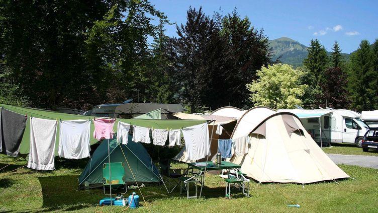 Un camping de Samoens en Haute-Savoie, pendant l'été 2008 (image d'illustration). (JEAN FRANCOIS FREY / MAXPPP)