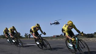 Un hélicoptère filme la 14e étape du Tour de France 2020, le 12 septembre 2020. (MARCO BERTORELLO / AFP)