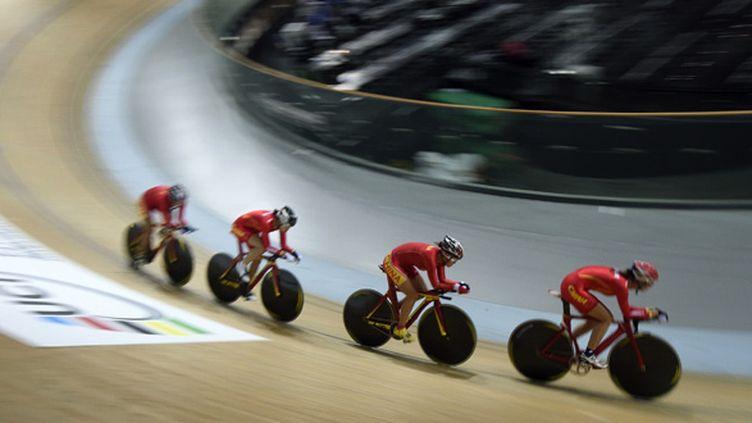L'équipe chinoise a remporté deux médailles, l'une en or et l'autre en bronze, aux championnats du monde de cyclisme sur piste. (ERIC FEFERBERG / AFP)