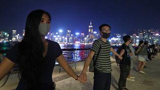Des milliers de personnes ont formé une chaîne humaine à Hong Kong, le 23 août 2019, dans le cadre des manifestations pour la démocratie. (KOKI KATOKA / YOMIURI / AFP)