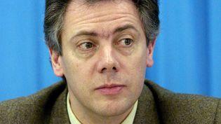 L'entraîneur de patinage Gilles Beyer lors d'une conférence de presse à Prague (République Tchèque), le 30 janvier 1999. (JACQUES DEMARTHON / AFP)