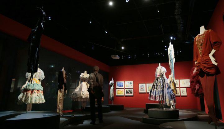 Costumes et travaux préparatoires.  (JACQUES DEMARTHON / AFP)