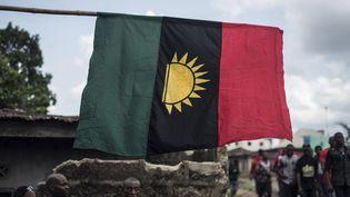 Le drapeau de la république du Biafra reste le symbole de l'indépendance du peuple Igbo, cinquante ans après la guerre civile. (STEFAN HEUNIS / AFP)