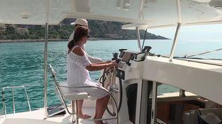 À Menton dans les Alpes-Maritimes, le propriétaire d'un catamaran, invite des personnels soignants à passer des journées en mer. C'est sa façon à lui de les remercier pour leur engagement contre le coronavirus. (France 3)