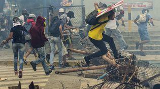 Des manifestants dans les rues de Caracas (Venezuela) le 20 juillet 2017. (RONALDO SCHEMIDT / AFP)