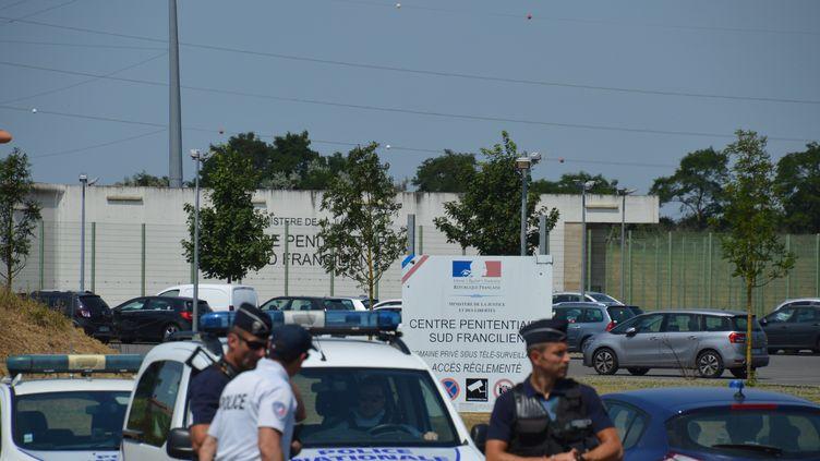 L'entrée du centre pénitentiaire de Réau (Seine-et-Marne), dimanche 1er juillet, après l'évasion de Redoine Faïd. (ALPHACIT NEWIM / CROWDSPARK / AFP)