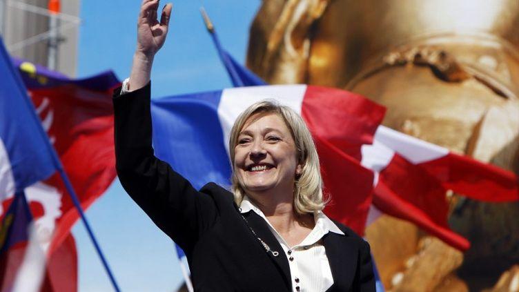 La présidente du Front National, après son discours devant la statue  Jeanne d'Arc, place de l'Opéra à Paris, le 1er mai 2012. (KENZO TRIBOUILLARD / AFP)