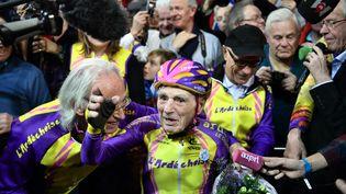 Robert Marchand après avoir battu le record du monde l'heure à vélo dans la catégorie des plus de 105 ans, le 4 janvier 2017. (PHILIPPE LOPEZ / AFP)