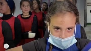 De 7 à 17 ans, les jeunes Palestiniennes de Gaza tentent de décrocher un ticket pour représenter leur pays dans les compétitions internationales. Un moyen aussi de sortir d'un quotidien difficile, entre crise sanitaire, chômage et conservatisme. (France Info)