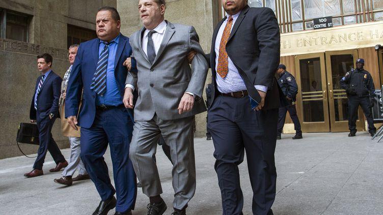 L'ancien producteur de cinéma, Harvey Weinstein, à la sortie d'un tribunal de New York (Etats-Unis), le6 décembre 2019. (EDUARDO MUNOZ ALVAREZ / AFP)