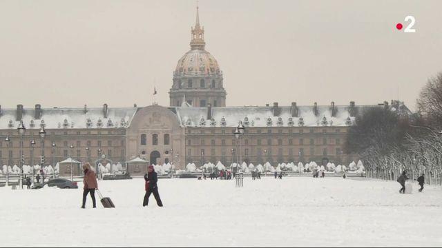 Neige : Paris se drape de blanc