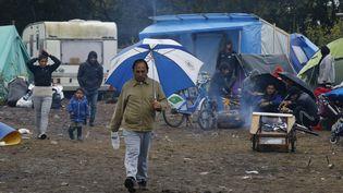 """La """"jungle"""" de Calais (Pas-de-Calais), le 21 octobre 2015. (PASCAL ROSSIGNOL / REUTERS)"""
