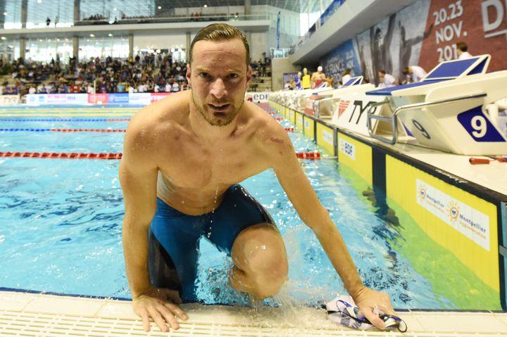 Charles Rozoy en 100 m nage libre lors des championnats de France de natation, à Montpellier (Hérault), le 21 novembre 2014. (STEPHANE KEMPINAIRE / DPPI MEDIA / AFP)