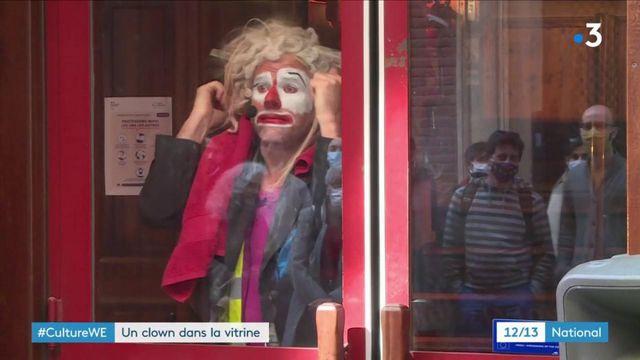 Covid-19 : un clown fait le show dans les rues de Toulouse