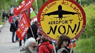 Des militants opposés à la construction de l'aéroport de Notre-Dame-des-Landes, le 6 septembre 2013, près du site du futuraéroport de Loire-Atlantique. (ALAIN LE BOT / PHOTONONSTOP)
