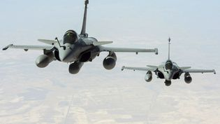 Deux Rafale survolent l'Irak lors d'une mission de reconnaissance, le 15 septembre 2014. (JEAN-LUC BRUNET / AFP )
