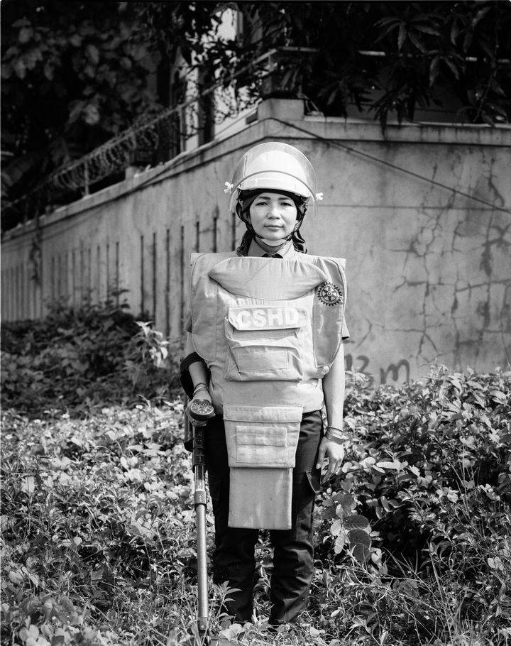 Le portrait deSophary Sophin, ingénieure en neutralisation des bombes, Cambodge (Gary Knight / VII)