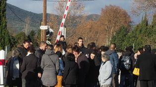 Les proches des victimes de l'accident de Millas (Pyrénées-Orientales) se réunissent, le 14 décembre 2018. (RAYMOND ROIG / AFP)