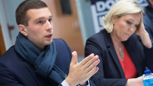 Jordan Bardella, tête de liste du Rassemblement national, le 6 avril 2019 lors d'une conférence de presse à Chantepie (Ille-et-Vilaine) en compagnie de Marine Le Pen. (MAXPPP)
