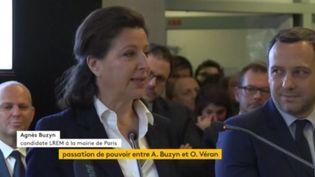 La ministre des Solidarité et de la santé, Agnès Buzyn, lors de la passation de pouvoir avec son successeur, Olivier Véran, au ministère de la Santé, à Paris, lundi 17 février 2020. (FRANCEINFO)