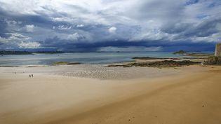 Un orage à Saint Malo, le 30 juillet 2012. (YANNICK LE GAL  / ONLY FRANCE / AFP)