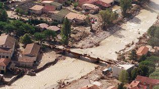 Photo prise le 23 septembre 1992 de l'Ouvèze au lendemain du déluge qui a ravagé Vaison-la-Romaine, faisant 37 morts et de nombreux dégâts. (MICHEL CLEMENT / AFP)