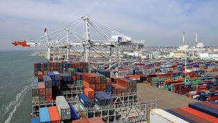 Un porte-conteneur au port du Havre. (ROBERT FRANCOIS / AFP)