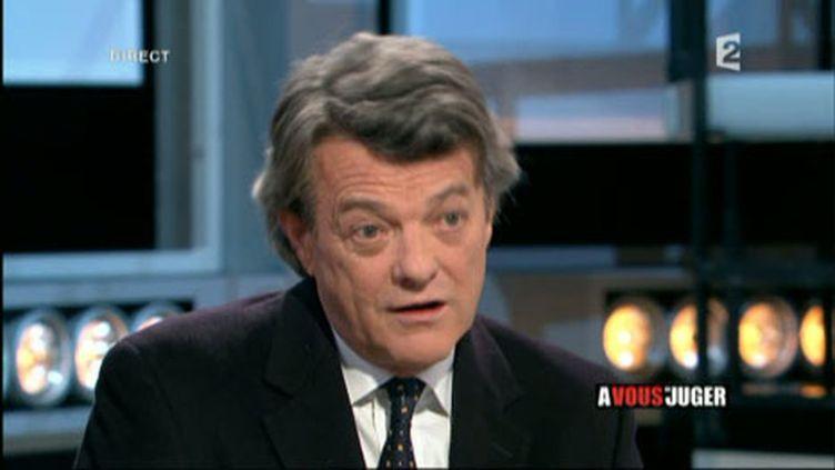 """Le président du Parti radical, Jean-Louis Borloo, dans l'émission """"A vous de juger"""" sur France 2 (France 2)"""