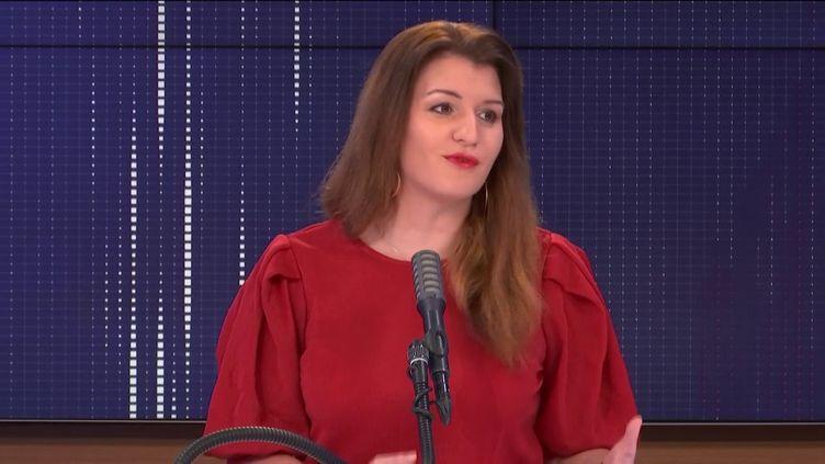 """Marlène Schiappa,ministre déléguée auprès du ministre de l'Intérieur, en charge de la Citoyenneté, était l'invitée du """"8h30 franceinfo"""" jeudi 31 décembre 2020. (FRANCEINFO / RADIOFRANCE)"""