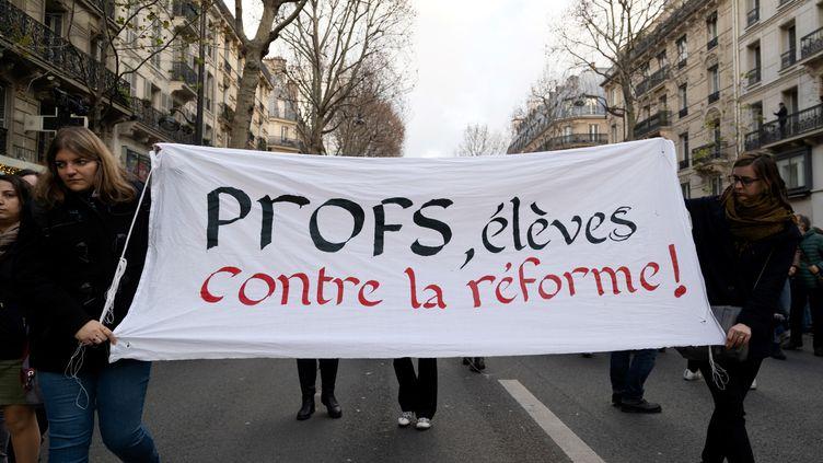 """Les syndicats d'enseignants et lycéens appellent d'une même voix, à une """"grève massive"""" contre les réformes. (- / AFP)"""