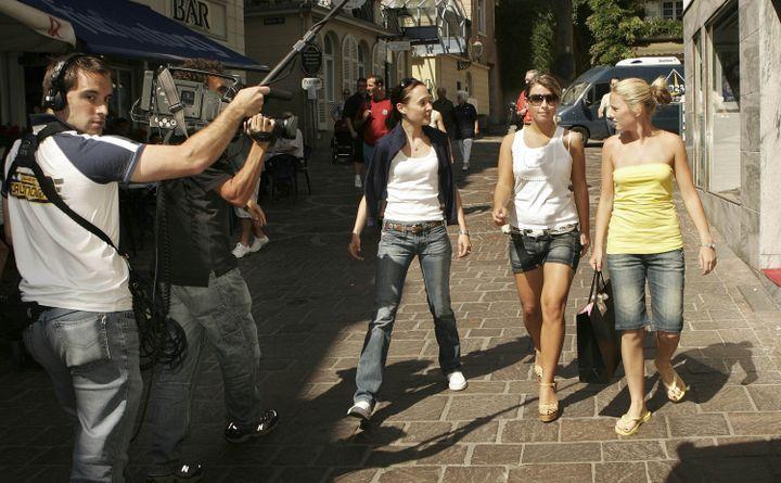 Les WAGs en pleine séance de shopping dans les rues de Baden-Baden, en Allemagne, lors de la Coupe du monde 2006. (PETER MACDIARMID / GETTY IMAGES EUROPE)