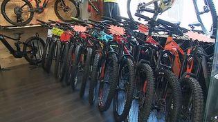 En 2018, 300 000 vélos électriques ont été vendus en France. Un moyen de transport qui a le vent en poupe, notamment à Dijon, en Côte-d'Or. (FRANCE 3)