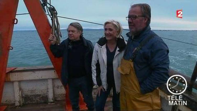 Marine Le Pen avec des pêcheurs (France 2)