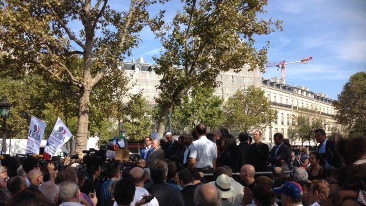 Rassemblement place de la République à Paris en hommage à Hervé Gourdel, dimanche 28 septembre 2014. (DIDIER MOREL / FRANCE 3)