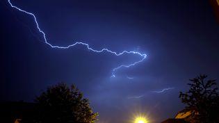 Un éclair, le 31 mai 2018 à Thionville (Moselle). (PIERRE HECKLER / MAXPPP)