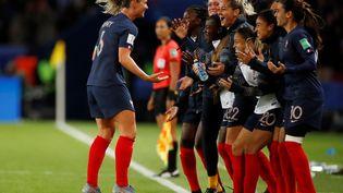 Les Bleues célèbrent leur quatrième but face à la Corée du Sud, vendredi 7 juin 2019 au Parc des Princes, lors du match d'ouverture de la Coupe du monde féminine. (CHRISTIAN HARTMANN / REUTERS)