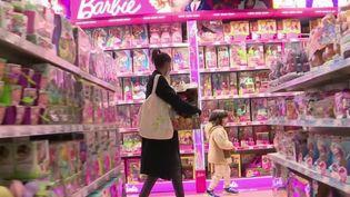 En France, les commerces ont rouvert lundi 11 mai après huit semaines de confinement. Les Français se sont-ils précipités dans les boutiques ? (FRANCE 2)