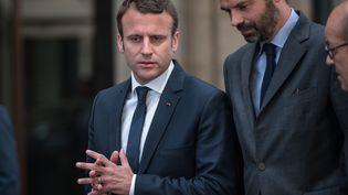 Le président de la République, Emmanuel Macron, et le Premier ministre, Edouard Philippe, se rendent à l'ambassade de Grande-Bretagne, à Paris, le 22 mai 2017. (MAXPPP)