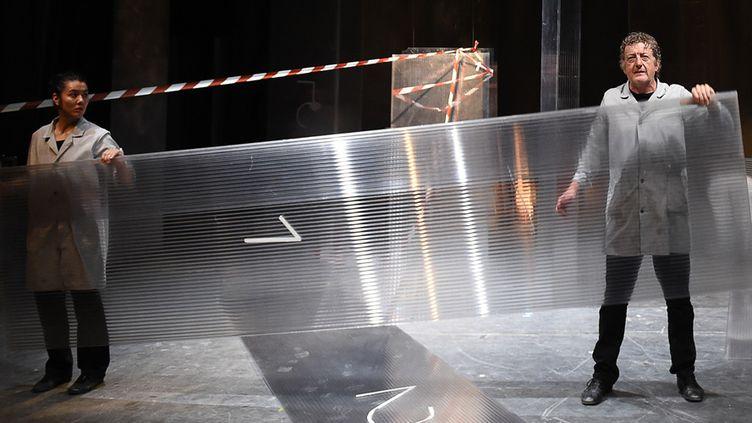 """Forbidden di sporgersi"" Satchie Noro et Pierre Meunier, Avignon In 2015  (BORIS HORVAT / AFP)"