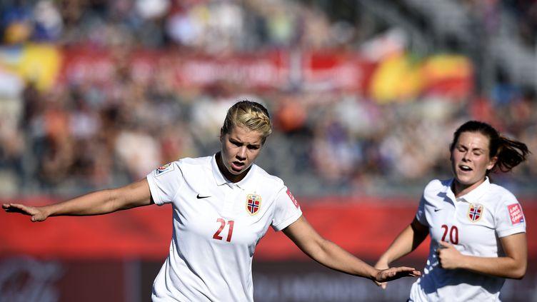Ada Hegerberg, joueuse de l'équipe de Norvège de football, célèbre son but contre la Côte d'Ivoire, le 15 juin 2015 à Moncton (Canada). (FRANCK FIFE / AFP)