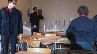 Au sein des Epides, des internats particuliers accueillant des jeunes sortis du système scolaire sans diplôme, le quotidien a un goût différent. Reportage en Seine-et-Marne. (FRANCE 2)