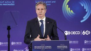 Antony Blinken, le secrétaire d'Etat américain, lors du discours d'inauguration de la réunion du conseil des ministres de l'OCDE, le 5 octobre 2021 à Paris. (IAN LANGSDON / POOL)